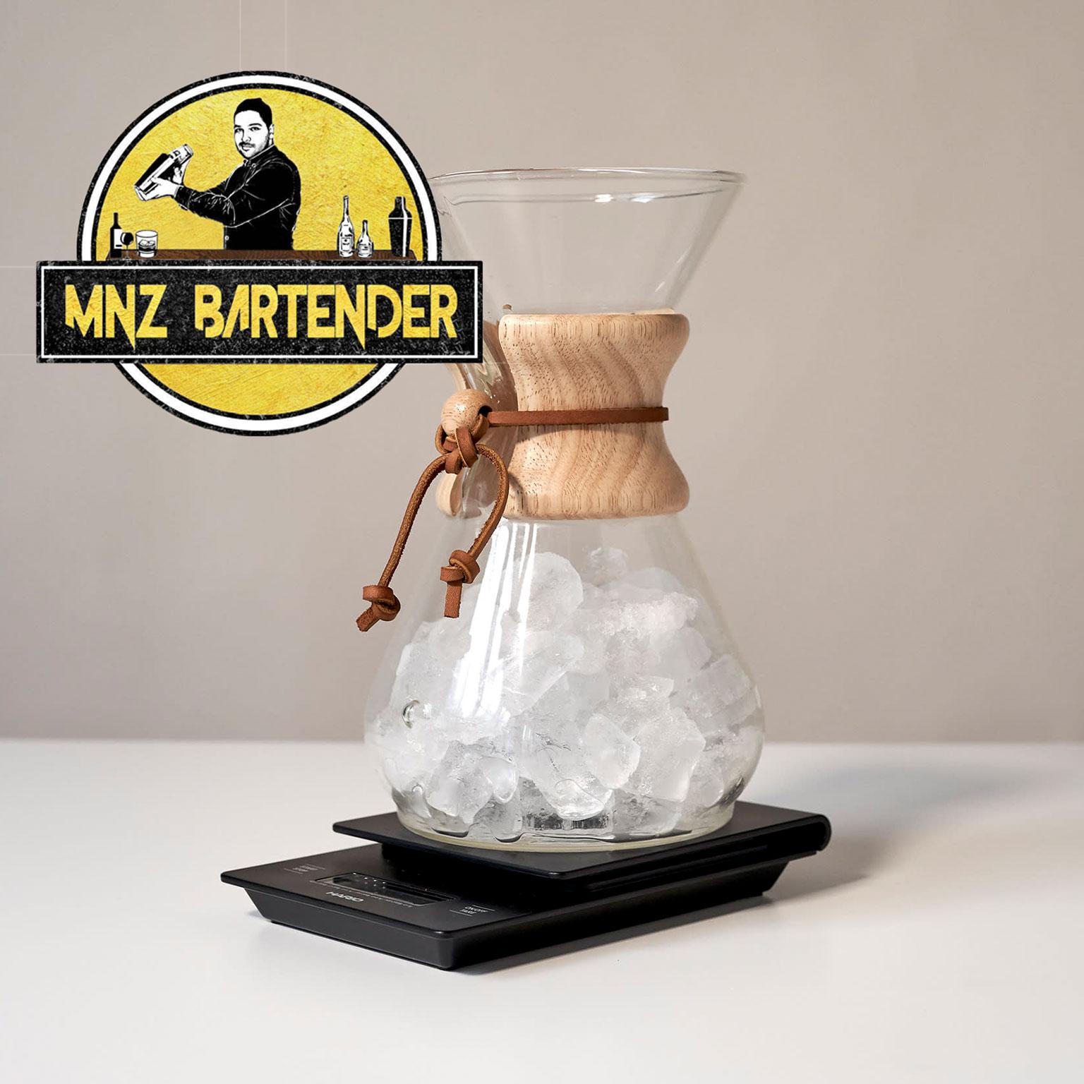 برای تهیه ی آیس کافی یخ را اندازه بگیرید