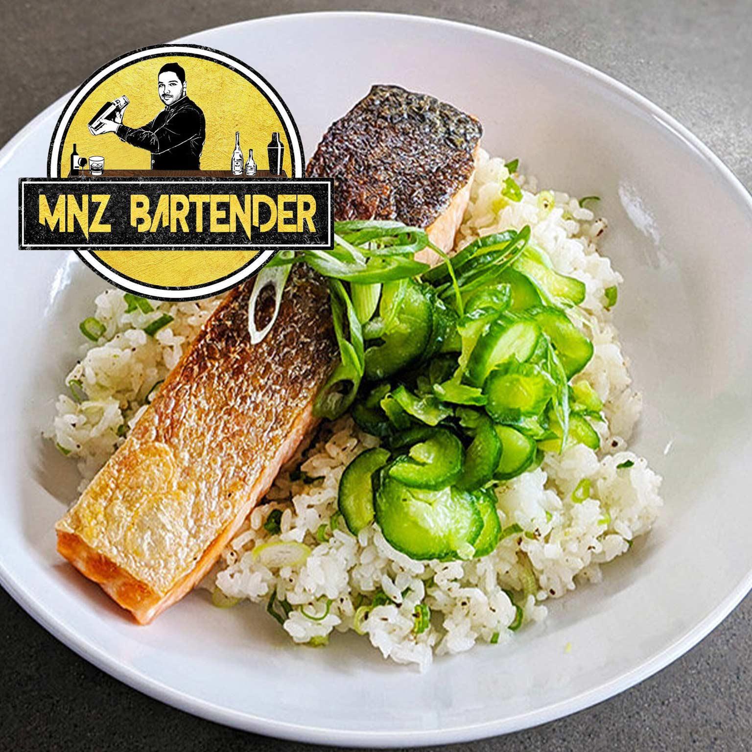 برای تهیه غذای رژیمی ماهی سالمون تند با نمک و فلفل دلمه و ترشی سرکه